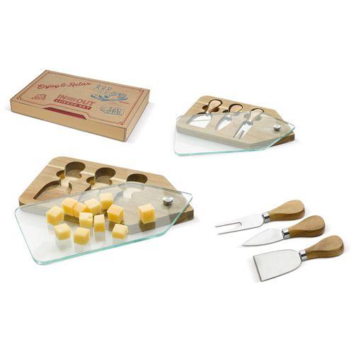 Plateau de fromages en bois avec différents couvert publicitaire AC Créations Strasbourg Alsace